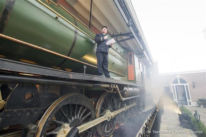 De replica van de locomotief staat nu als attractie bij Preston Palace