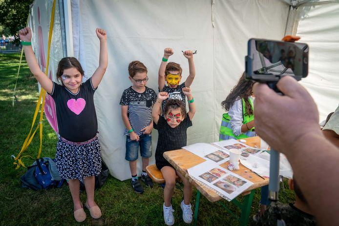 Kinderen hebben hun gezicht laten schminken op het Ramadan Kinderfeest, dit weekend in Arnhem.