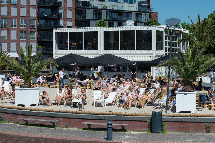 Het stadsstrand in Zwolle werd afgelopen zomer drukbezocht.