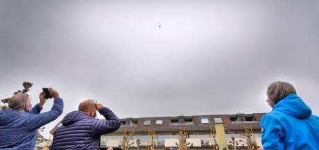 Protest op hoogte tegen windreuzen langs snelweg A73 bij Beuningen: 'Besluitvorming is een gedrocht'
