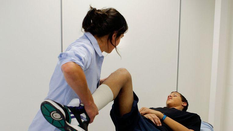 Bij de fysiotherapeut Beeld anp