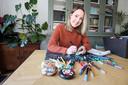 Emmy de Jong maakt zwerfkeien