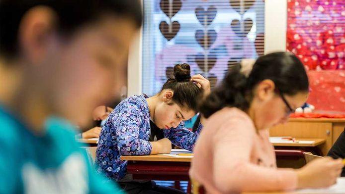 Achtstegroepers van de Prinses Marijkeschool in Den Haag zitten op 11 februari gebogen over de Eindtoets Basisonderwijs, zoals de Cito-toets officieel heet.