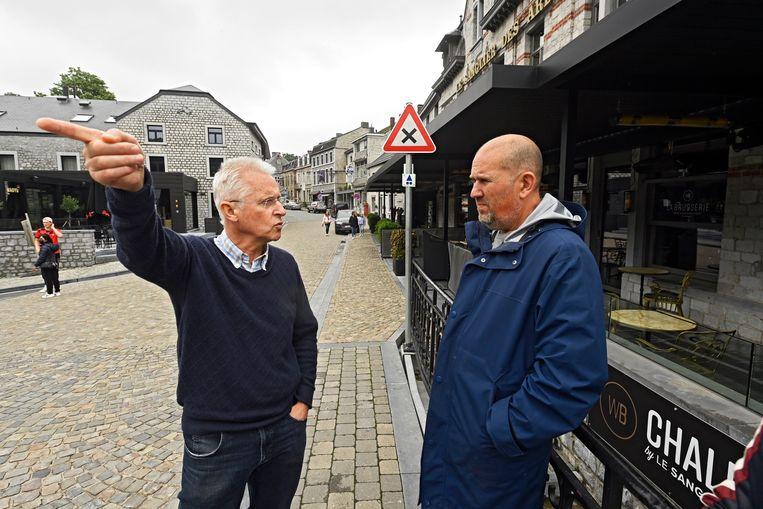 De burgemeester in gesprek met Bart Maerten, de medevennoot van het Coucke-imperium. Die laatste hoopt volgende week alweer een deel van het Sanglier-hotel en restaurant te heropenen: