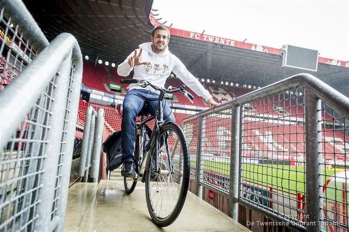Uvini, hier met fiets in de Veste