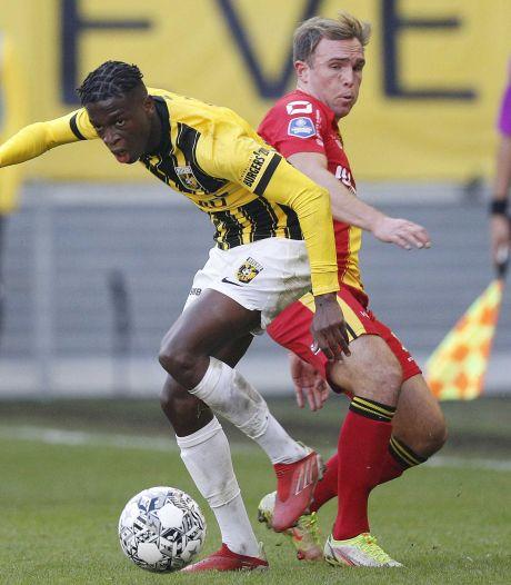 Domper Vitesse na Europese glorie: nederlaag in slotminuten tegen Go Ahead Eagles