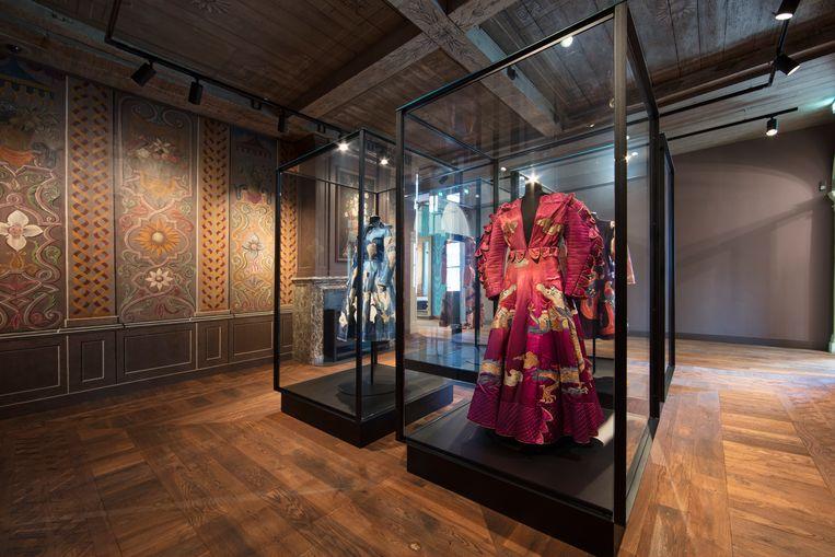 De jurken van ontwerpster Fong Leng, gedragen door Willinks geliefde Mathilde de Doelder. Beeld RV