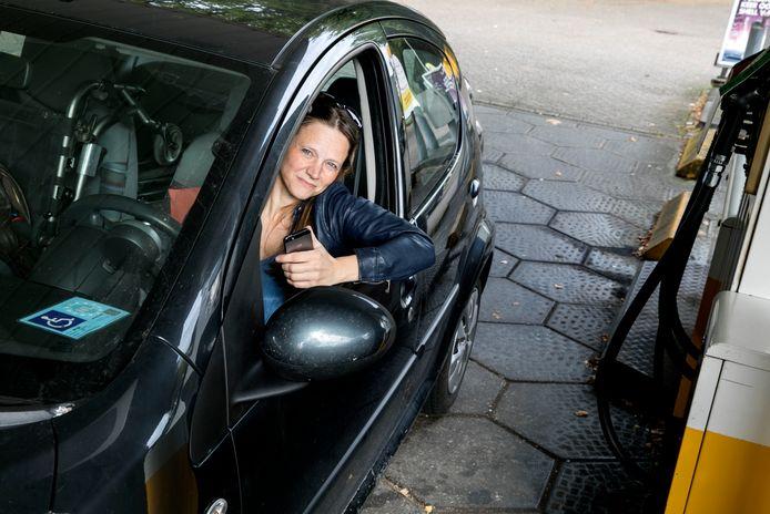De Eindhovense Corinne Jeanmaire zorgde ervoor dat een tankapp, die tanken voor rolstoelgebruikers eenvoudiger maakt, ook in Nederland beschikbaar is.