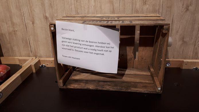 Lege schappen bij de Albert Heijn in Huissen. Verschillende versproducten zijn niet meer te krijgen, als gevolg van blokkades door boeren.