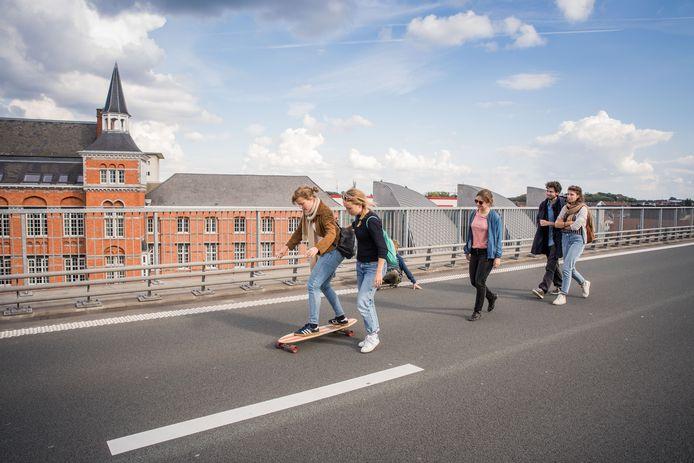 Autoloze zondag in 2018. De B401 blijkt een perfecte plek voor skaters.