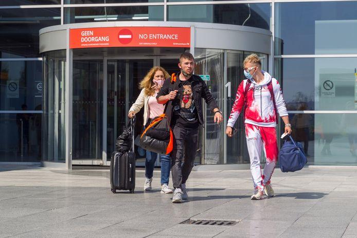 Aankomsthal op Eindhoven Airport. Personen op deze foto komen niet voor in het verhaal.