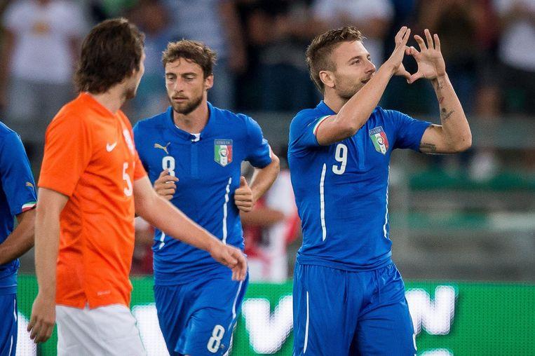 Ciro Immobile (R) van Italië juicht nadat hij de 1-0 heeft gemaakt. Beeld anp