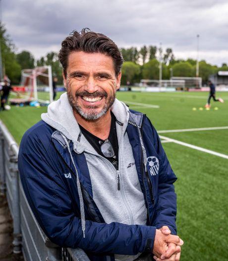 De PSV-trainer die het roer omgooide om voor zijn zieke moeder te zorgen: 'Ik zou het zo wéér doen'
