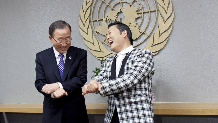VN-chef Ban Ki-moon (links) en rapper Psy. Beeld Getty Images