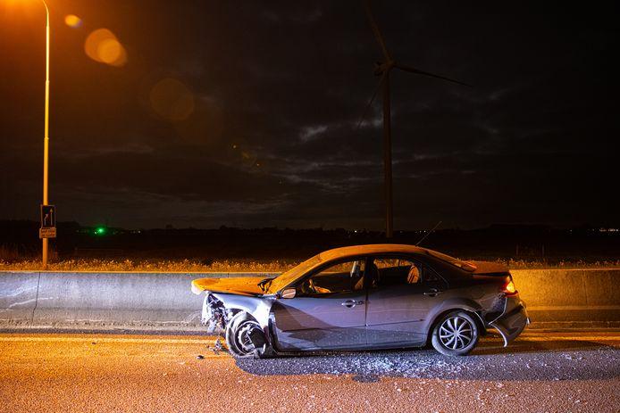 Een bestuurder is vannacht met zeer hoge snelheid gecrasht op de N50 bij knooppunt Hattemerbroek.