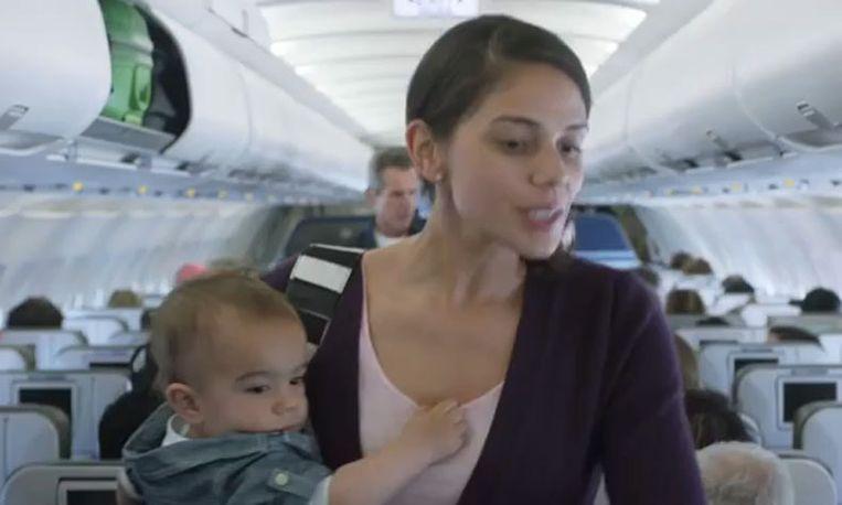 Deze vliegtuigmaatschappij maakt van vliegen met een huilbaby een feest