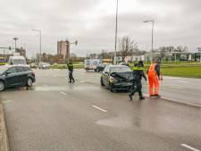 Veroorzaker van ernstig ongeval in Nijmegen vlucht op sokken: politie vindt fles lachgas in auto