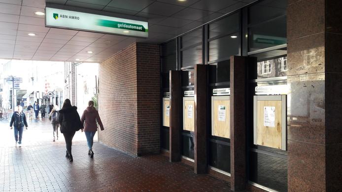 De pinautomaten in de Visstraat zitten dicht