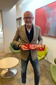 NEC-directeur Van Schaik neemt doos chocolade mee naar Bruls: 'Meneer Bruls, have a break have a KitKat'
