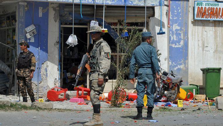 Bij een bomaanslag in Kandahar zijn vandaag een dode en een gewonde gevallen. De bom was bevestigd aan een geparkeerde motorfiets. De aanslag voltrok zich op het moment dat een delegatie van de Afghaanse regering in de stad bijeen was voor een vergadering over het bloedbad van afgelopen zondag. Beeld afp