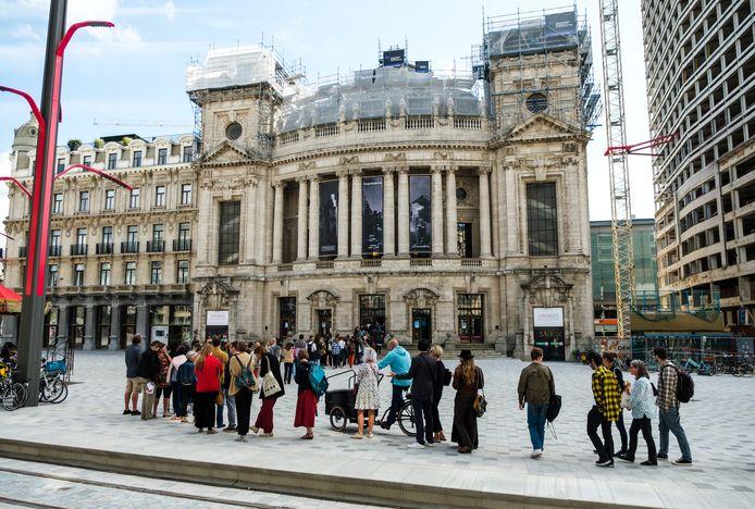 Het operagebouw in Antwerpen, met links Hotel Wagner.
