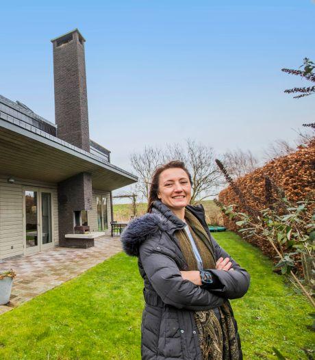 Manon verkoopt haar verrassend tijdloze villa met uitzicht op flamingo's