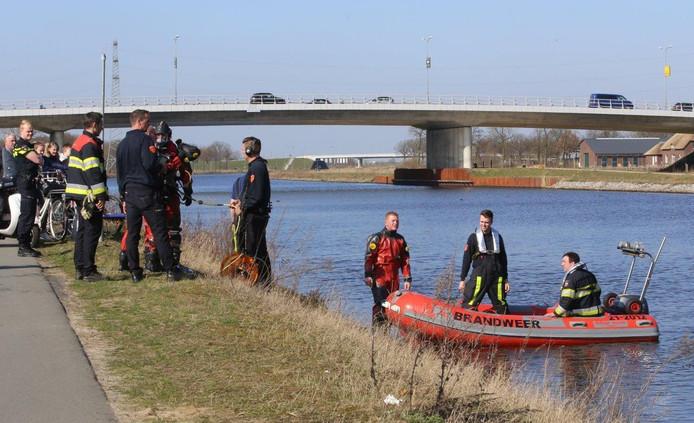Duikers van de brandweer Den Bosch en Rosmalen.