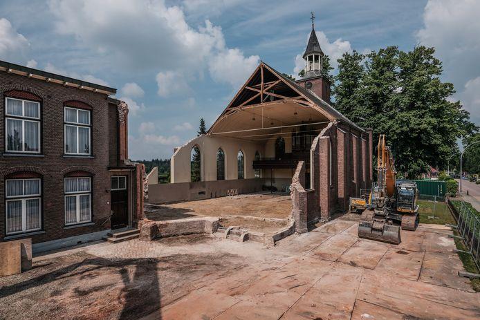 De plek waar de ingang van het nieuwe dorpshuis komt.