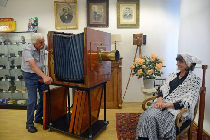 Klederdrachtfotografie was één van de blikvangers op de oude locatie van het Cameramuseum in de Visstraat.