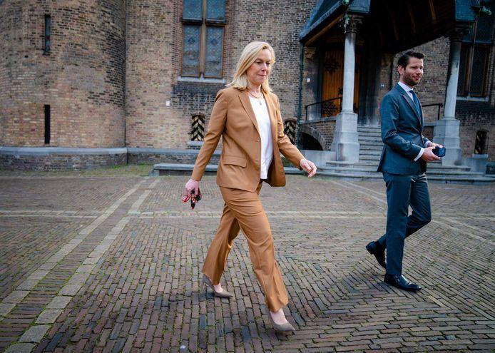 Sigrid Kaag (D66) bij aankomst op het Binnenhof.