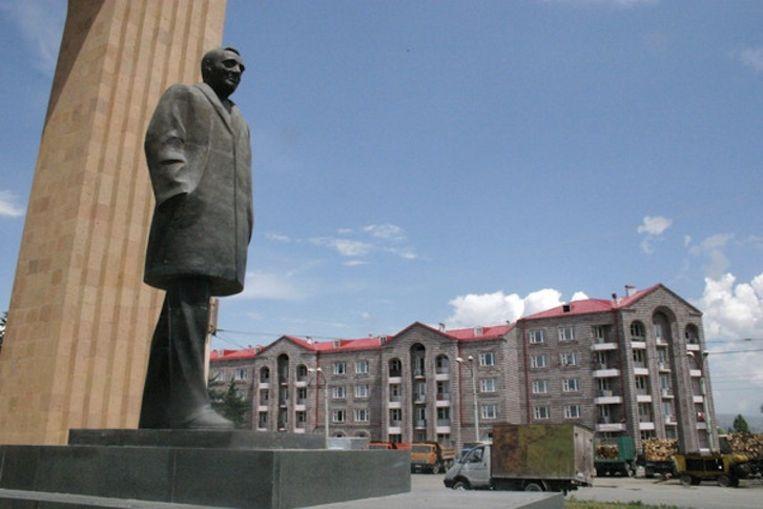 Standbeeld van Charles Aznavour in Gjoemri in Armenië. Beeld Getty images