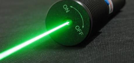 'Ik ben zo dom geweest om met een laserpen op jullie te schijnen'
