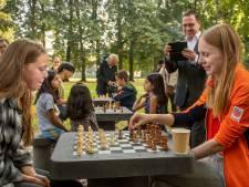 In de voetsporen van The Queen's Gambit: schaken in het Slotpark in Oosterhout