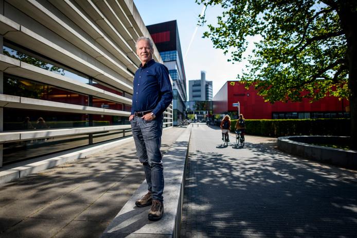 Prof. Dave Blank (66), die er als wetenschappelijk directeur aan bij droeg dat het nano-instituut Mesa+ tot de mondiale top 5 ging behoren, gaat met emeritaat.