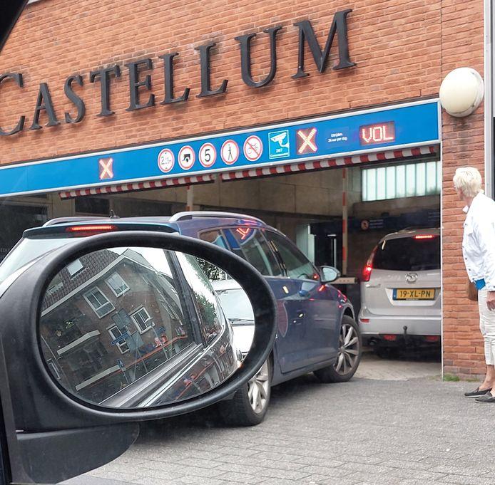 Castellum in Woerden wordt goed gevonden door binnenstadbezoekers die met de auto komen. De parkeergarage stond afgelopen woensdagochtend zelfs enige tijd vol.