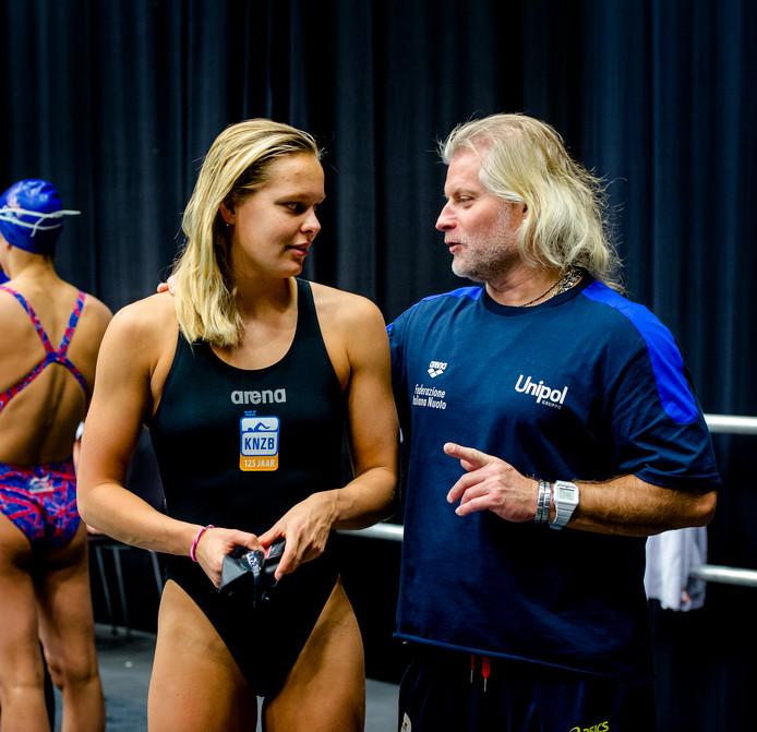 Sharon van Rouwendaal met haar Franse trainer Philippe Lucas.