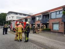 Woningbrand aan Perikplein in Enschede, bewoner nagekeken