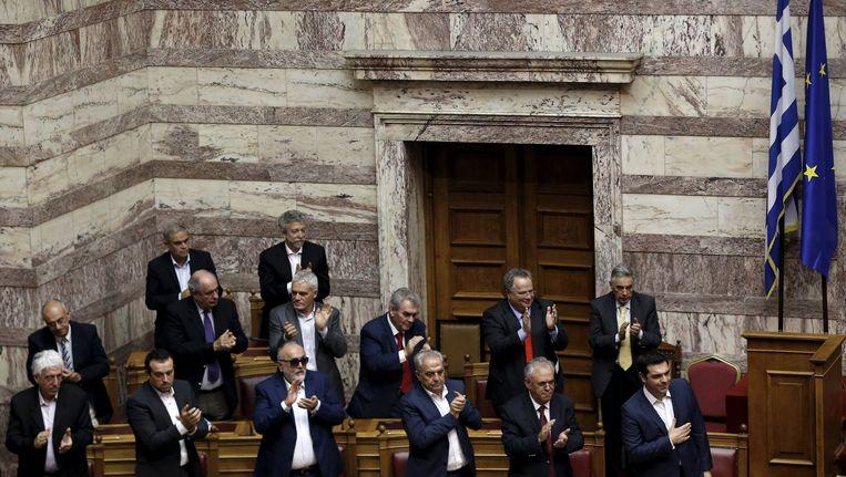 De meerderheid van de Griekse parlementariërs staat achter Tsipras. Beeld REUTERS