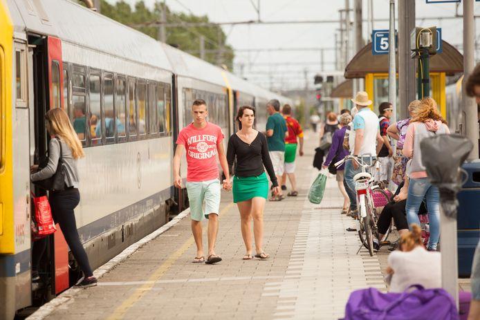 Het station van Blankenberge wil beter verbonden zijn met Antwerpen.