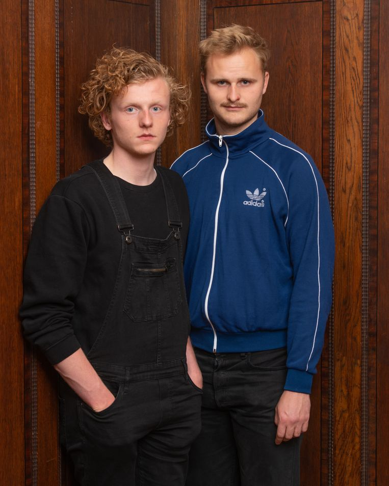 Teun en Jasper: 'De diploma-uitreiking is zo ongeveer het grootste evenement.' Beeld Michiel Van Nieuwkerk