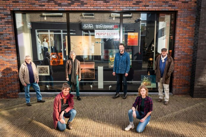 In Barneveld is de expositie Perspectief ingericht in de voormalige Cool Cat aan de Jan van Schaffelaarstraat.