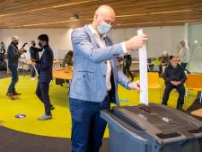 Kandidatenkwartet samen naar stemlokaal in Hardenberg: zeker twee stemmen op zichzelf