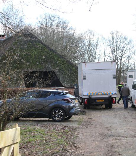 Hennepkwekerij aangetroffen in Hellendoorn, twee aanhoudingen verricht