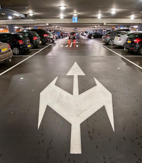 Ergernis winkeliers centrum Enschede: 'Parkeren moet niet melkkoe voor stad zijn'