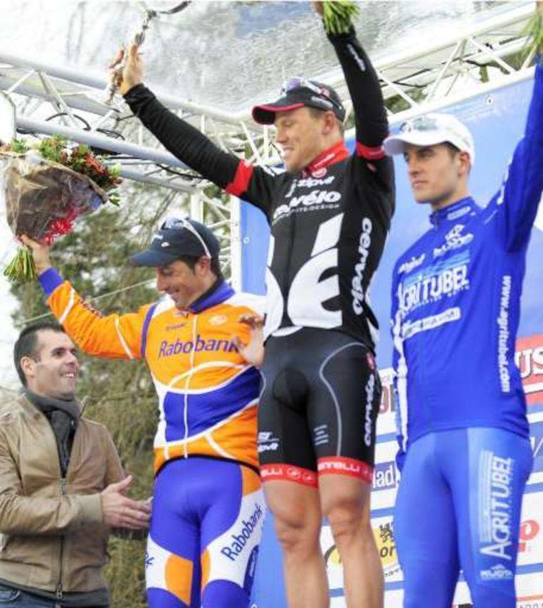 Het podium met Thor Hushovd (m), Juan Antonio Flecha (l) en de verrassende Kevyn Ista (r). Beeld UNKNOWN