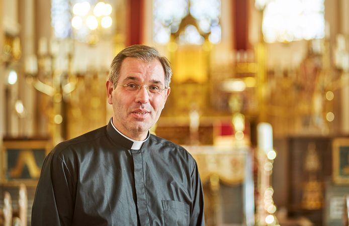 Pastoor Frits Ouwens is door de Bossche bisschop belast met de zorg voor de kerkelijke kunst.