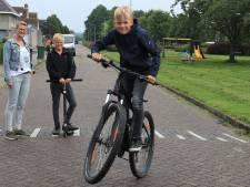 Luca en zijn moeder Hanneke gaan ervoor, de eerste pumptrackbaan van Zeeuws-Vlaanderen in Axel