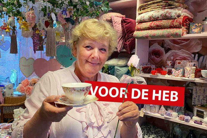 Beja Spruit in haar romantische winkel Roses&Teacups in Woerden