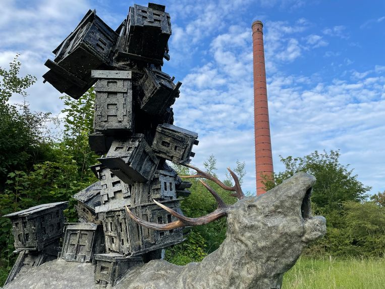 Een sculptuur van Pim Palsgraaf op de IJsselbiënnale, een internationale kunstroute langs de IJssel. Beeld Volkskrant
