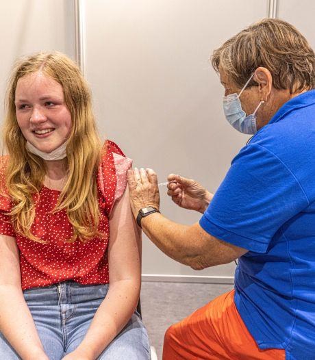 Zonder afspraak of in de prikbus vaccineren: GGD's prikken op kleine schaal verder
